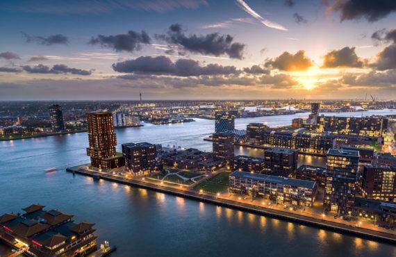 Gebouw Stack in Rotterdam met hout aluminium kozijnen van Duet verte bovenaf